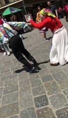 Firenze: zingara beccata a rubare, rissa – VIDEO