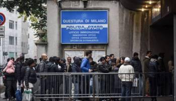 Assembramento di bengalesi a Milano: ecco come si diffonde la variante indiana – VIDEO