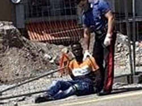Immigrati scatenati: italiani pestati sotto casa e italiane prese a sprangate
