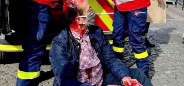 Cattolici in processione massacrati a Parigi ma nessuno ne parla, nemmeno Bergoglio – VIDEO