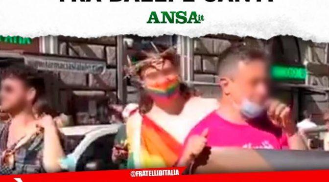 Cristo umiliato al Gay Pride: e se protesti sei 'omofobo'