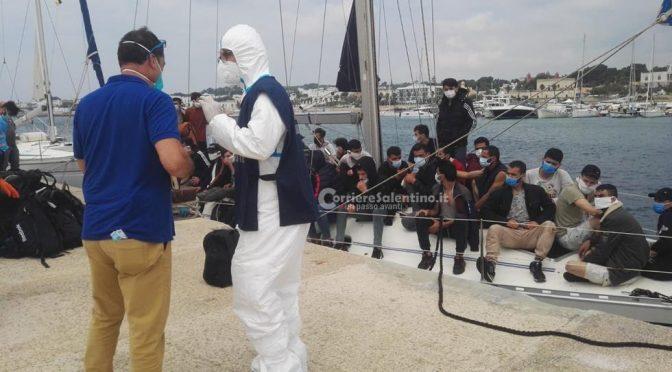 Trainati in Italia due barche a vela cariche di clandestini in poche ore: 100 islamici