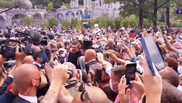 Cittadino contesta Macron a Lourdes: arrestato – VIDEO