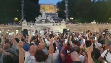 Roma invasa da migliaia di cittadini liberi anti-green pass – VIDEO
