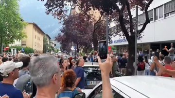 """Sede RAI circondata dal popolo: """"Venduti!"""" – VIDEO"""