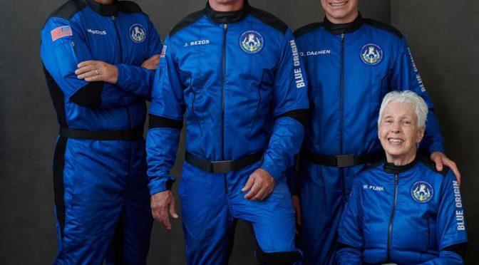 Bezos, 11 minuti nello spazio col fratello – VIDEO