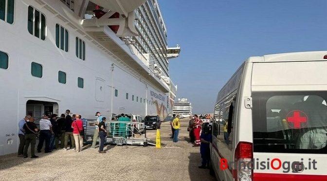 """Migranti in sciopero su nave da crociera norvegese: """"Vogliamo sbarcare in Italia"""""""