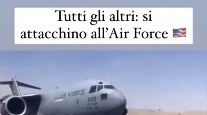 """La marocchina del PD prende in giro gli afghani disperati: """"Attaccatevi all'Air Force"""""""