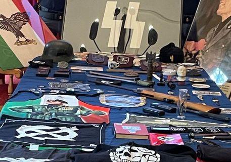 Pubblicano immagini e frasi: indagati dalla polizia politica, sequestrati indumenti e bandiere proibiti