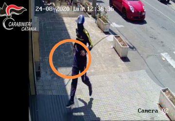 Tunisino voleva accoltellare gli addetti alla sicurezza del supermercato