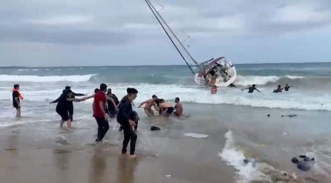 Sbarcano islamici e poi fuggono: arrivano direttamente sulla spiaggia – VIDEO