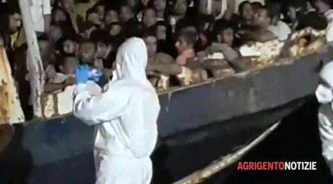 Altro sbarco islamico a Lampedusa 120 clandestini: sciogliere il PD