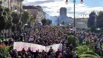 Imponente adunata 'fascista' a Trieste – VIDEO