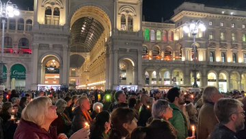 MILANO, MIGLIAIA IN PIAZZA AL GRIDO TRIESTE! TRIESTE! – VIDEO