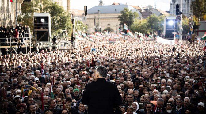 """Orban commemora la rivolta contro i sovietici e avvisa la Ue: """"Oggi è il 1956"""""""