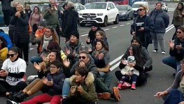 Ancona, cittadini in rivolta bloccano ingresso al porto – VIDEO