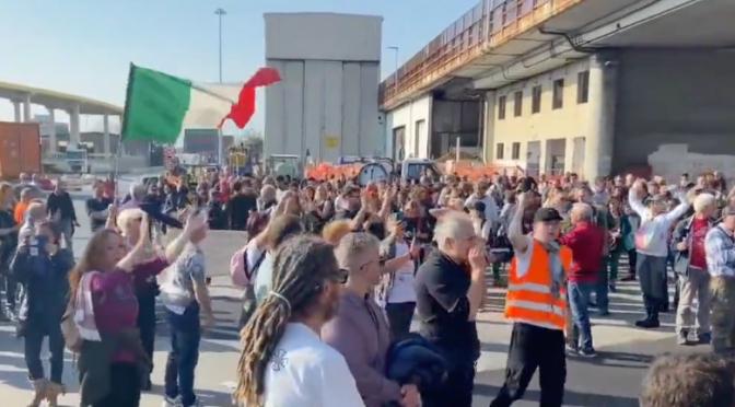 Genova: porto di nuovo bloccato dai rivoltosi – VIDEO
