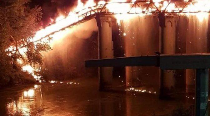Ponte di Ferro bruciato dai clandestini di Lamorgese: che paghi lei il conto